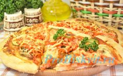 пицца с солеными огурцами и грибами